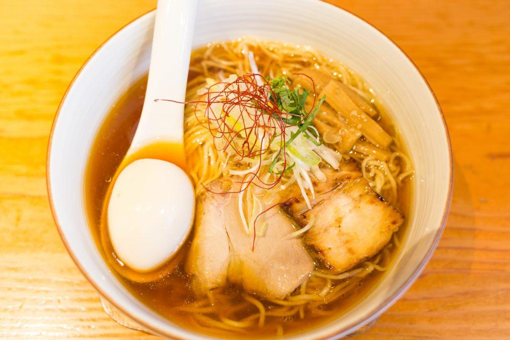 「麺や ひだまり」の味玉醤油らぁ麺