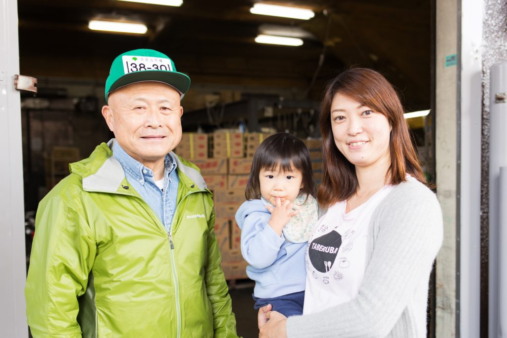 左が「花鮮」の関光治さん、右が対談ホストの「にぎり娘」である川野礼さん