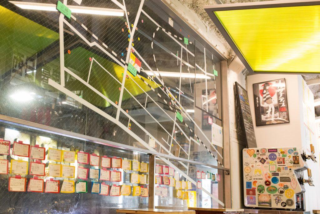 NIGHT KIOSKの店内にある手作りマップ、地域のお店が分かる