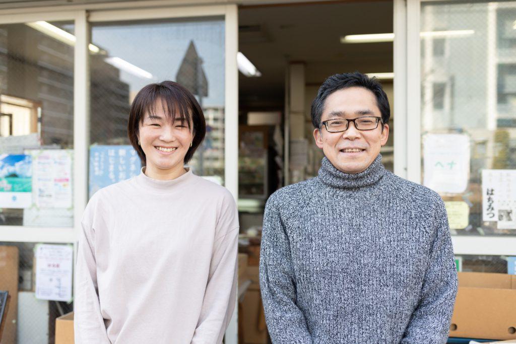 右が「はる菜」の増田浩一さん、左が対談ホストで「にぎり娘」の山本亜紀子さん