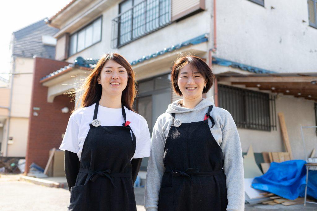「にぎり娘が行く!」で対談した山本亜紀子さん(右)と川野礼さん(左)