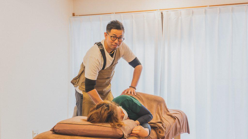 訪問看護リハビリステーション「白樺」代表の明石光一さん