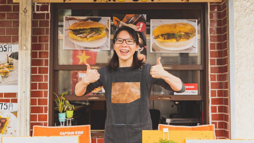 「525ゴツーゴbanh my サンドイッチ& coffee 専門店」オーナーのファン ティー ミー リェンさん