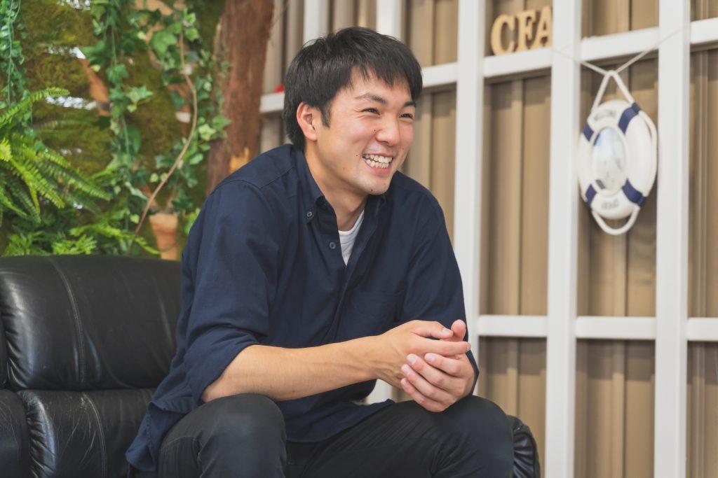 Mr.Childrenの『彩り』にある「単純な作業がまわり回って笑顔作ってく」という歌詞の意味を実感していると話す飯村さん