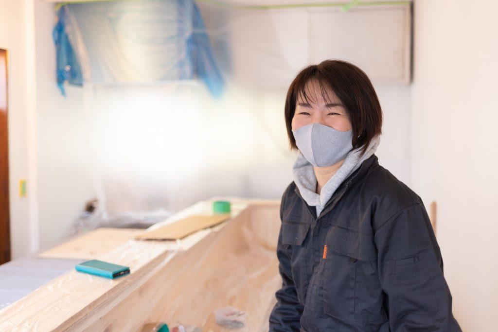 「スナック トネリライナーノーツ」第2回のママを務める山本亜紀子さん