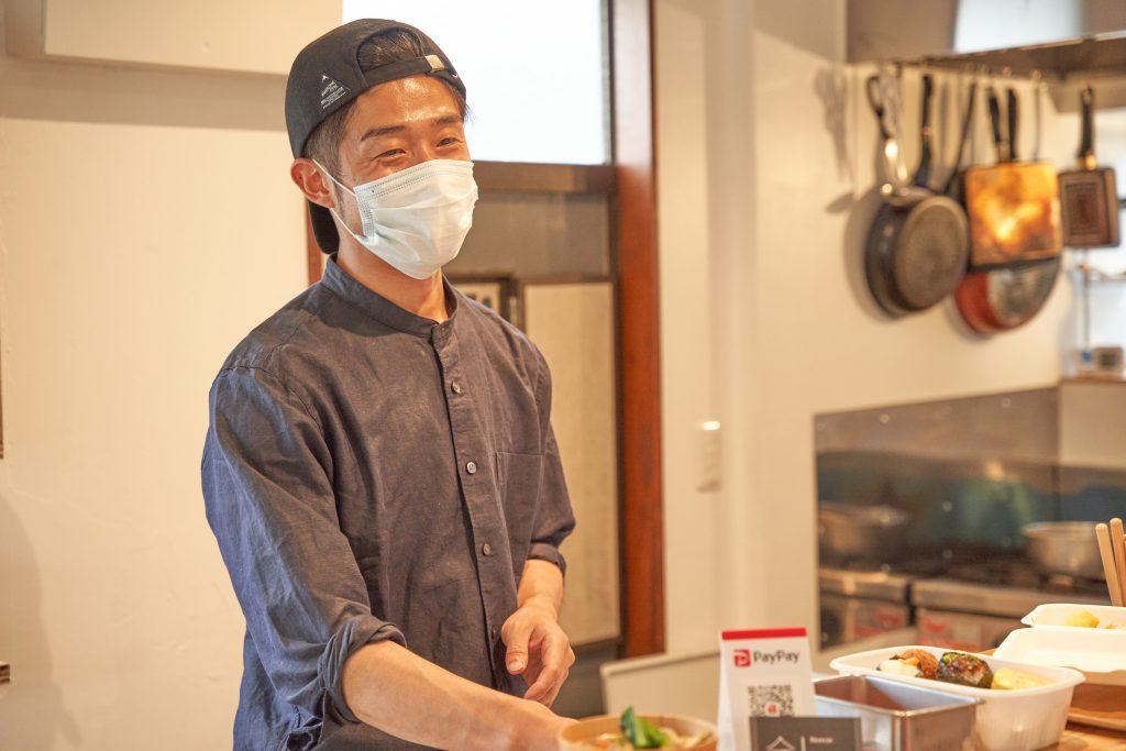 「スナック トネリライナーノーツ」第2回のお店となる「O・S・A teramachi」の長村さん