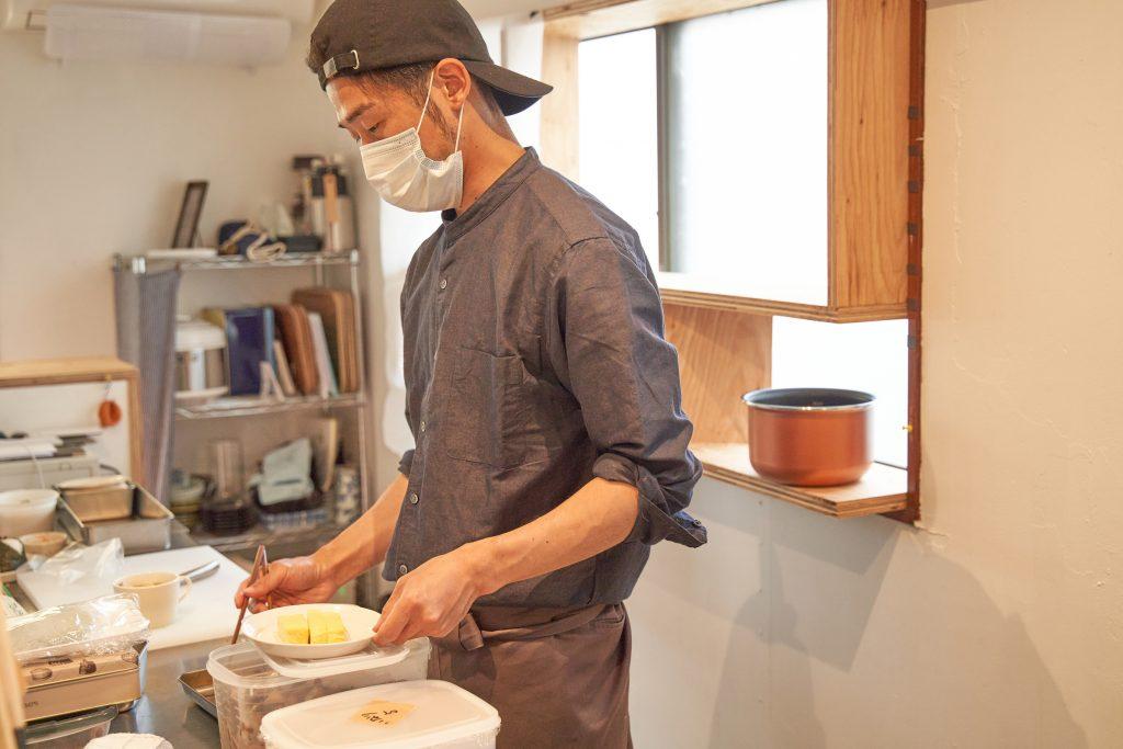「スナック トネリライナーノーツ」第3回のお店となる「O・S・A teramachi」の長村さん
