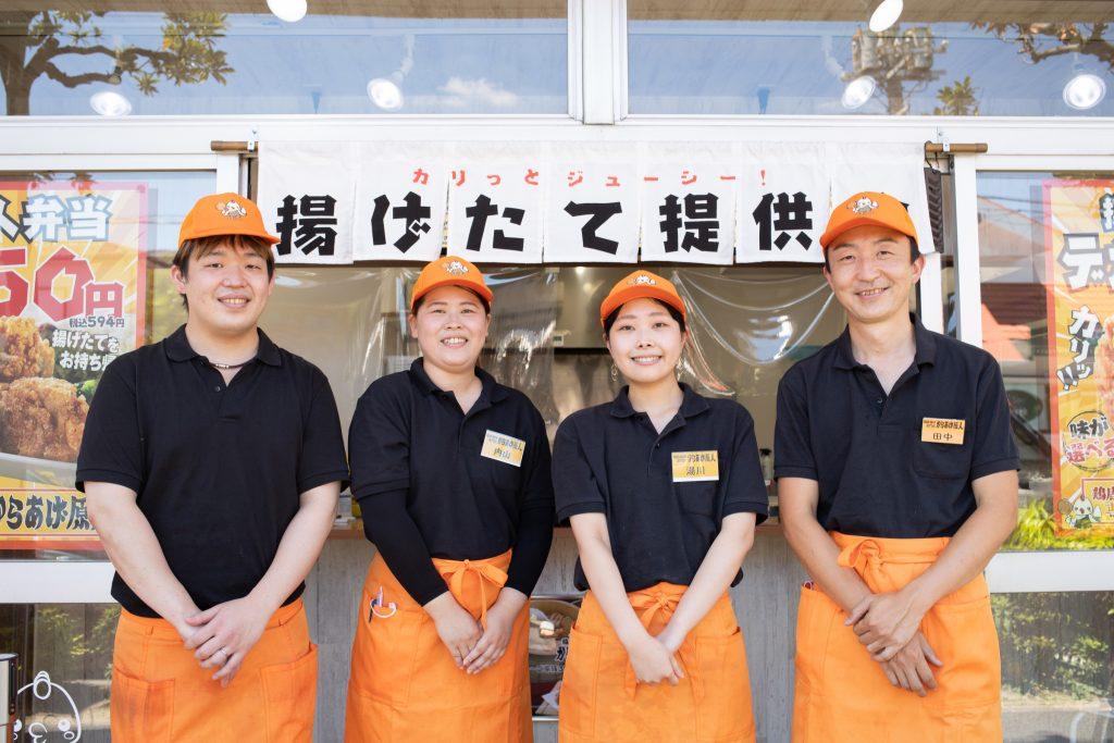 1番右が「たなにん」こと、田中信太郎さん。お店のスタッフと