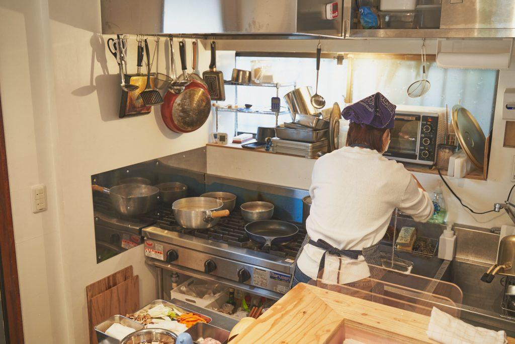 「にぎりむすび」の厨房の様子
