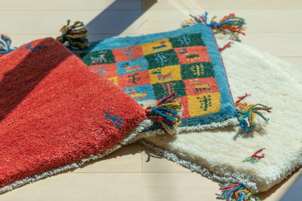 「大成コーポレーション」が運営する絨毯のインターネット販売「TONERI RUGs」のギャッベ チェアマット
